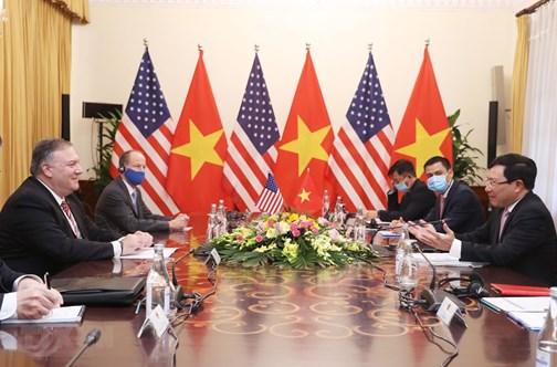 Le Vietnam attache d