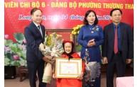 Hanoï: attribution de l'Insigne du Parti à plus de 4.100 membres du Parti