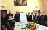 Lâm Dông reçoit une copie de plans du palais de l'ancien Empereur Bao Daï