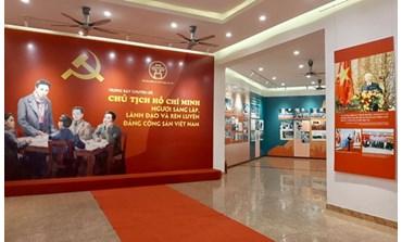 """Ouverture de l'exposition """"Président Ho Chi Minh - Fondateur, leader et instructeur du PCV"""""""