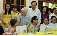 Près de 518 milliards de dong de cadeaux à des personnes méritantes à l'occasion du Têt