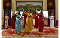 Les Vietnamiens en Chine et au Laos célèbrent la fête du Têt