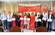 Les Vietnamiens à l'étranger fêtent le Têt traditionnel 2021