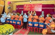 Le vice-Premier ministre permanent présente des cadeaux du Tet aux Khmers à HCM-Ville