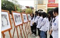 Ninh Binh: exposition de photos sur l'Oncle Hô et les élections législatives