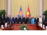 Le président Nguyen Xuan Phuc reçoit des diplomates des pays de l'ASEAN