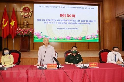 Le secrétaire général du Parti Nguyen Phu Trong rencontre des électeurs à Hanoï