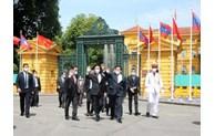 Les habitants de Hanoï accueillent le SG du Parti et du président lao