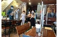 Hanoï autorise la réouverture des salons de coiffure et les établissements de restauration