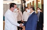 Le président Nguyen Xuan Phuc visite le Centre cubain de génie génétique et de biotechnologie