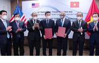 Le président Nguyen Xuan Phuc reçoit des représentants d