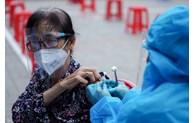 COVID-19: Accélération des tests et de la vaccination à Hanoï et Ho Chi Minh-Ville