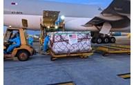 Le lot de vaccin Pfizer donné par les Etats-Unis arrive à Hanoï