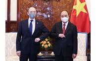 Le président Nguyen Xuan Phuc reçoit des ambassadeurs étrangers
