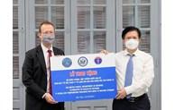 Le Vietnam reçoit des congélateurs ultra-basse température donnés par les États-Unis