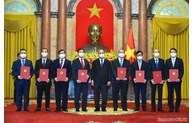 Le président Nguyên Xuân Phuc assigne des tâches aux ambassadeurs
