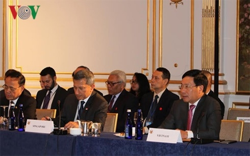政府副总理兼外交部长范平明分别出席东盟与美国及联合国的各场会议