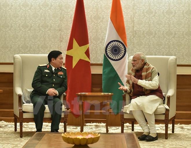 印度总理纳伦德拉•莫迪会见越南国防部部长吴春历