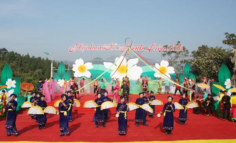 2016年油茶花节在广宁省平辽县正式开幕