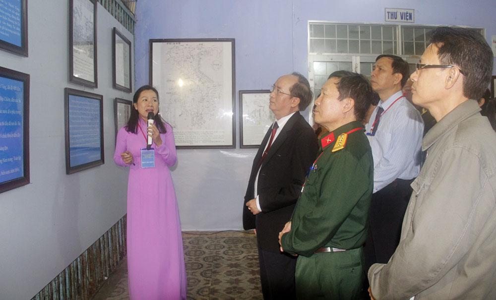 """""""黄沙长沙归属越南——历史和法理依据""""地图与资料展在富安省举行"""