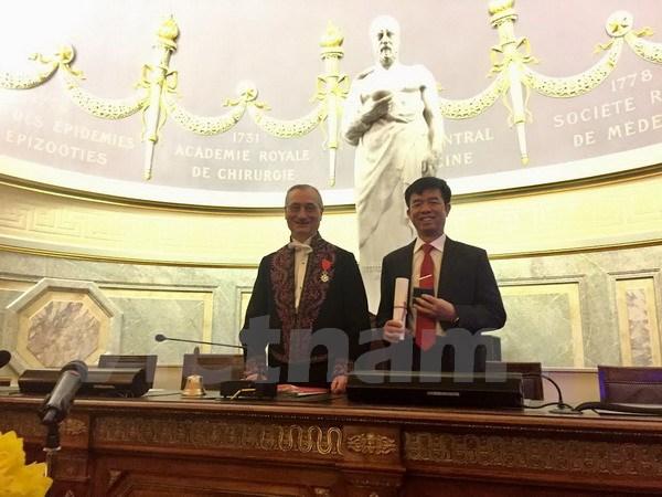 越南人首次被授予法国医学翰林院院士职称