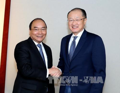政府总理阮春福会见若干国际金融组织和企业领导
