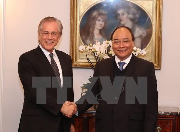 阮春福总理会见瑞士圣加伦马利克管理中心主席