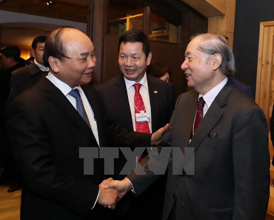 阮春福总理与世界经济论坛信息技术领域执行总裁进行对话