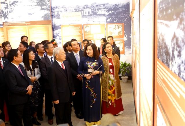 《长征总书记——胡志明主席的优秀学生》展隆重开展