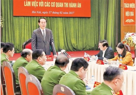 越南国家主席陈大光: 加强社会主义法制, 建设讲秩序守纪律社会