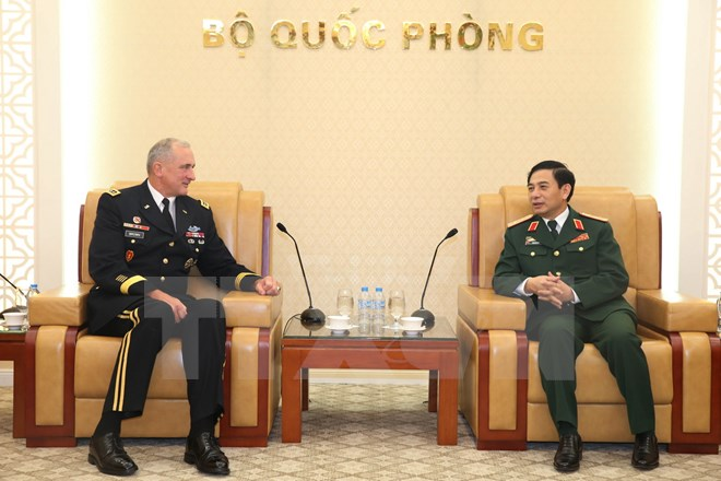 越南人民军总参谋长潘文江会见美国太平洋陆军司令罗伯特•布朗