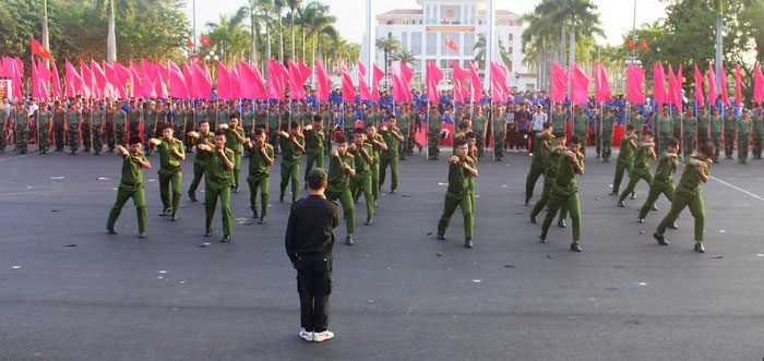 """""""年轻人与家乡""""活动在广南省举行"""