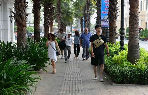 胡志明市市委颁发有关维护都市秩序的指示