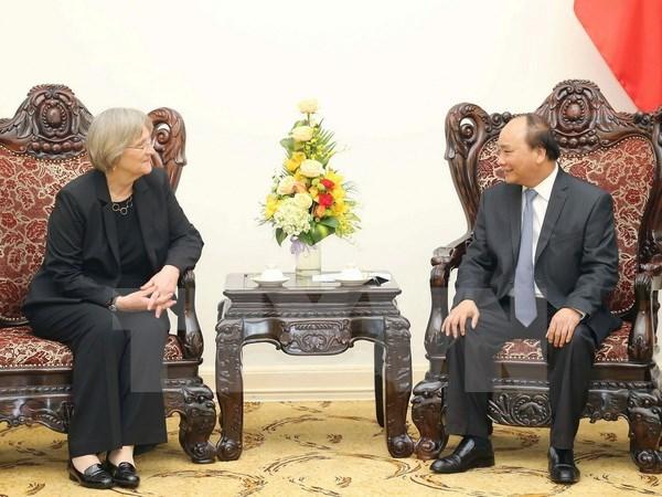 政府总理阮春福会见哈佛大学校长