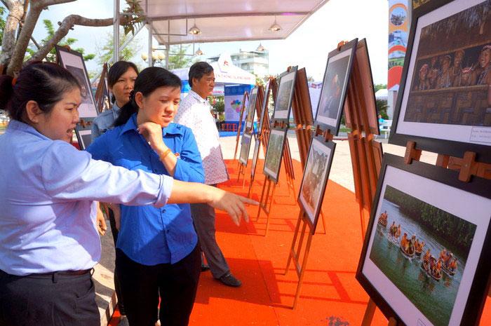 广南省重建20周年经济社会成就展在广南省举行