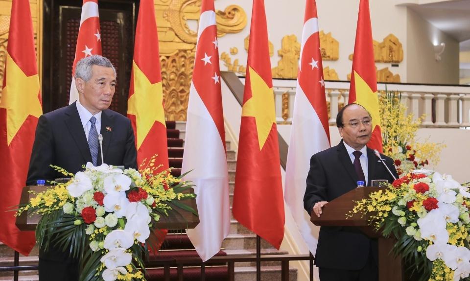 越南和新加坡一致同意将东海建设成为和平、友谊的区域