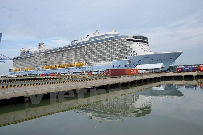3500名游客搭乘亚洲最大邮轮赴越旅游