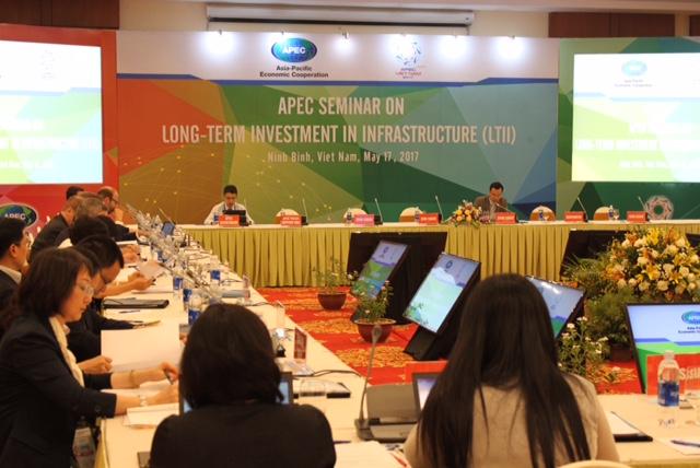 2017年越南APEC会议:关于长期投建基础设施的研讨会在宁平省举行