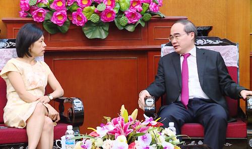 胡志明市市委书记阮善仁会见加拿大驻越大使