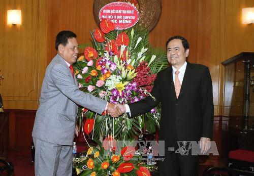 越南祖国阵线中央委员会主席陈青敏会见柬埔寨祖国发展团结阵线代表团