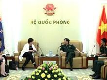新西兰国防部长海伦•奎尔特访问越南