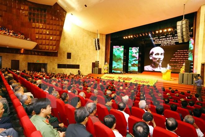 政府总理阮春福:多措并举关照对革命有功者