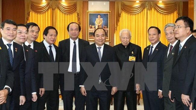 越南政府总理阮春福分别会见泰国枢密院主席和国家立法议会主席