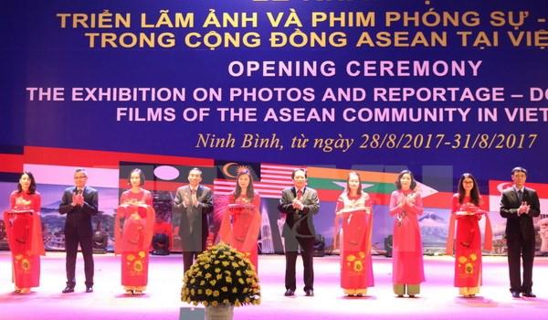 东盟共同体纪录片和摄影作品展亮相越南