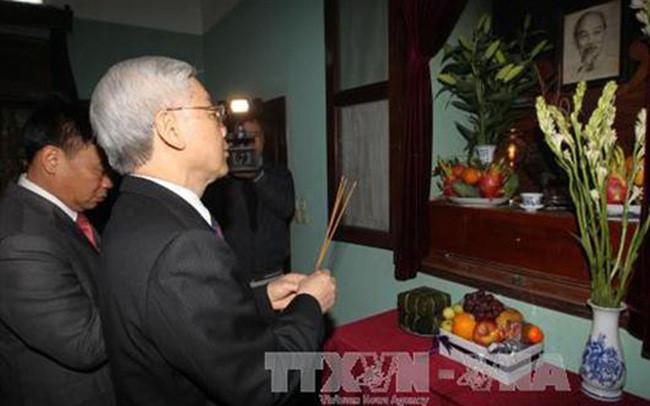 阮富仲总书记上香缅怀胡志明主席