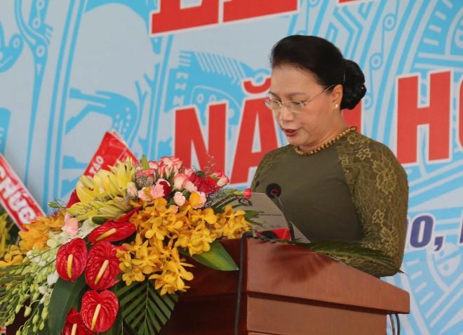 国会主席阮氏金银出席黎玉欣初级中学开学典礼