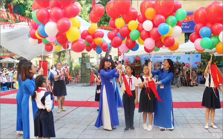 国家主席陈大光击鼓  全国师生迈入新学年