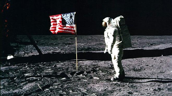 美副总统:美国宇航员将重返月球