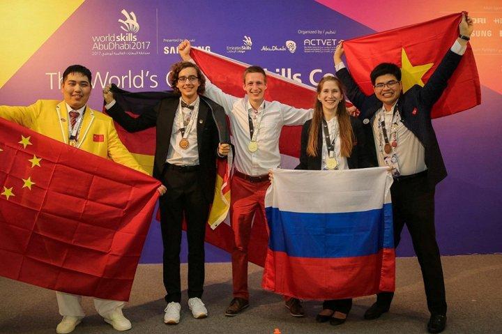 越南大学生陈阮伯福在2017世界技能大赛摘铜