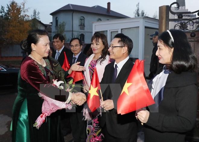 越南国会主席阮氏金银开始访问哈萨克斯坦 与旅哈越侨会面